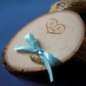 Le porte alliances rondin de bois gravé