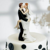 La figurine de mariage baiser fougueux en porcelaine