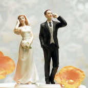 La figurine de mariage accro au téléphone