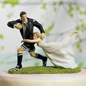 La figurine de gâteau humoristique rugby en porcelaine