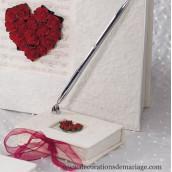 Le porte-stylo coeur de roses