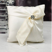 Le coussin d'alliances monroe blanc