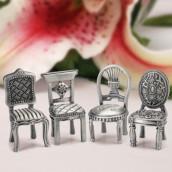 Le marque place chaise en métal