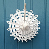 Le flocon de neige en papier alvéolé 20 ou 30cm
