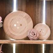 Le bouton en bois (3 dimensions)