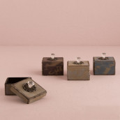 Les 4 boîtes vintage avec faux diamant