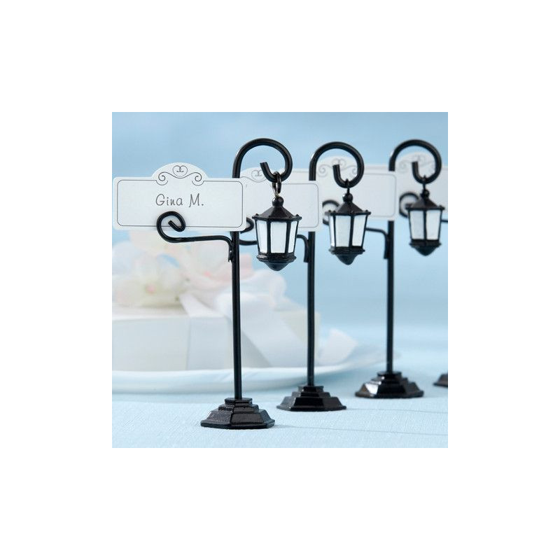 Marque place mariage lampadaire for Decoration fausse porte mariage