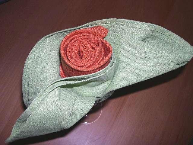 pliage serviette du bouton de rose. Black Bedroom Furniture Sets. Home Design Ideas