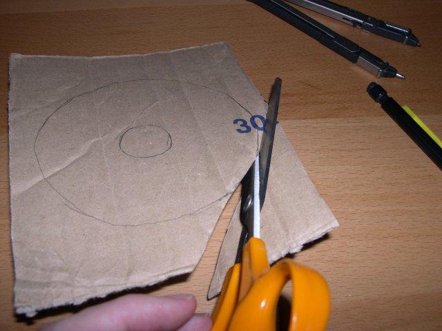 réalisation pompon en laine explication  bricolage faire soi même