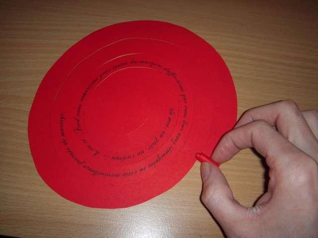 réalisation remerciement boîte thème amour  mode d'emploi bricolage rose en papier roulé