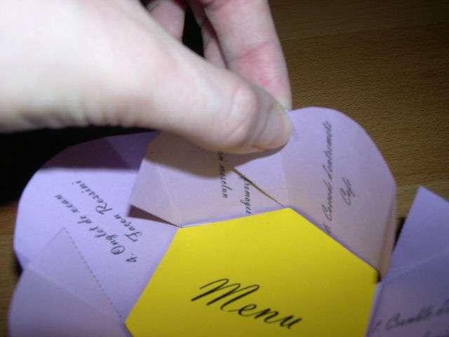 création  menu mariage thème champêtre nature fleur explication bouton de fleur à déplie
