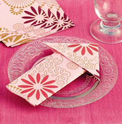 Deco mariage theme voyage 1001 id es - Pliage serviette bonbon ...