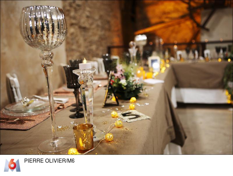 decoration table mariage toile de jute et or
