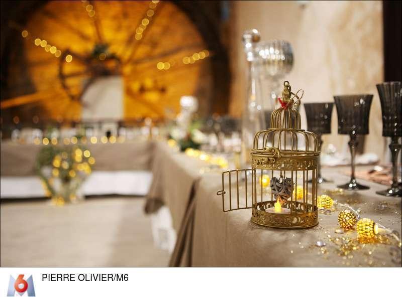 decoration salle mariage or et toile de jute