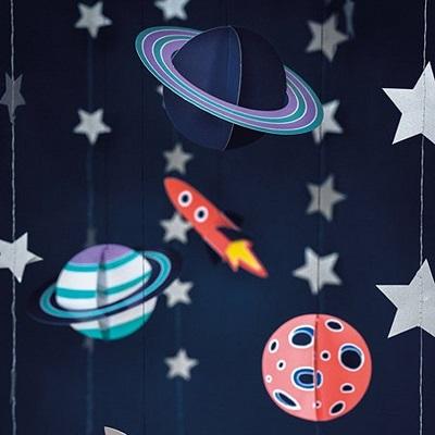decoration salle plafond anniversaire astronaute