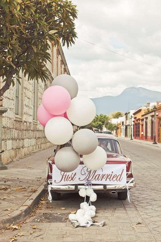 decoration voiture mariage avec ballons geants