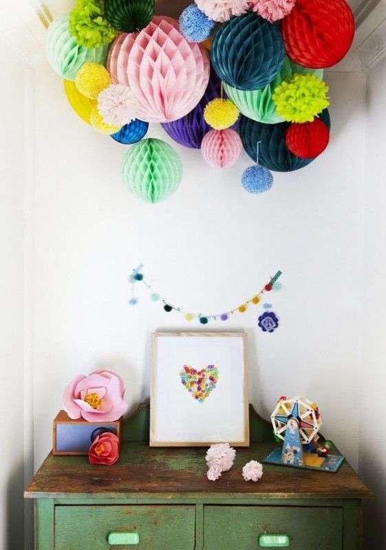 decoration chambre avec boule en papier suspendue