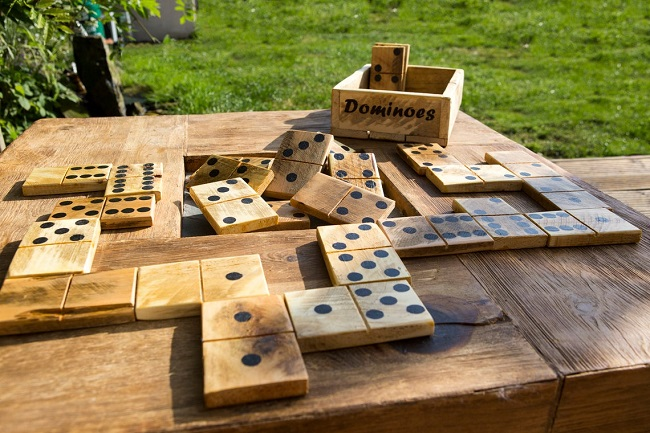 jeu de domino geant mariage extérieur
