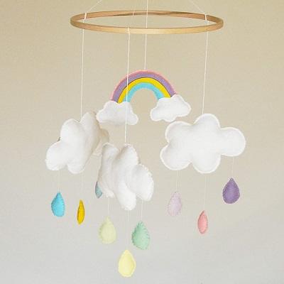mobile arc en ciel et nuage decoration plafond anniversaire