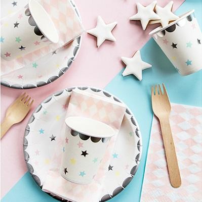 vaisselle jetable pastel etoile pour anniversaire fille