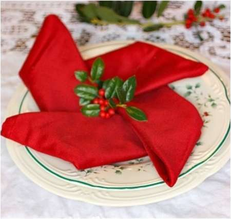 Id es pliage de serviette noel for Pliage serviette papier pour noel facile
