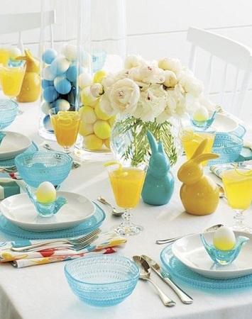 déco pâques en bleu et jaune moderne