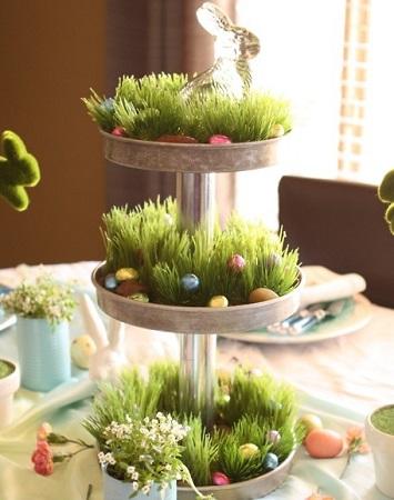 centre table surprenant pour paques desserte à étage avec herbes et oeufs comme un jardin