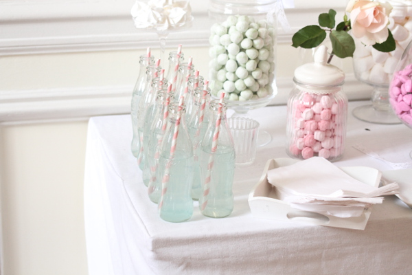 decoration mariage vintage candy bar sweet table bouteille verre paille