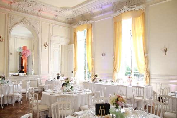 decoration mariage salle vintage blanc rose