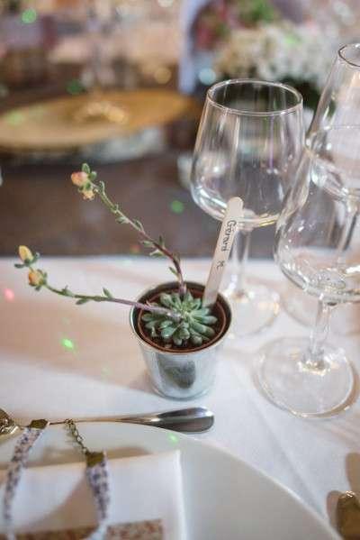 decoration_mariage_rustique_retro marque place pot zinc batonnet bois