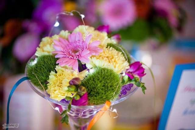 composition florale couleur vase martini