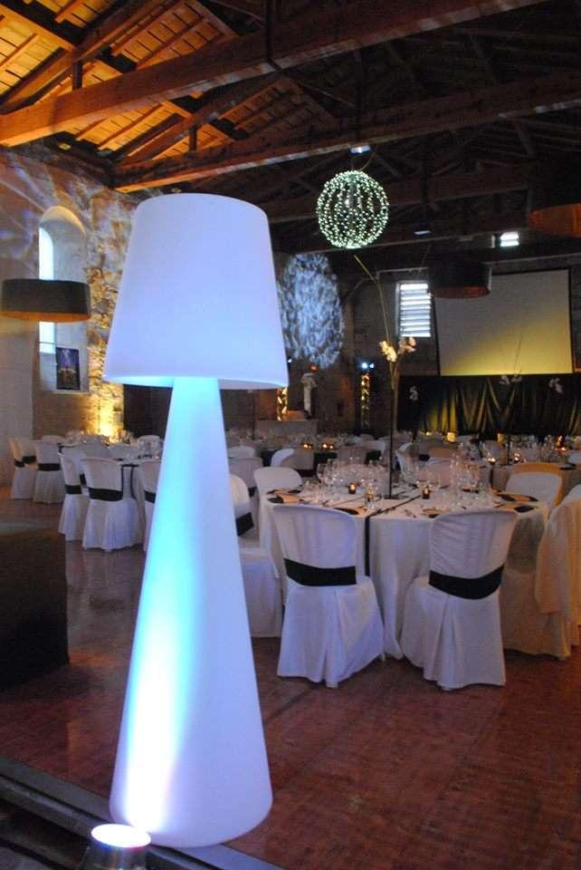 decoration_salle_mariage_noir_or_mariage_eclairage