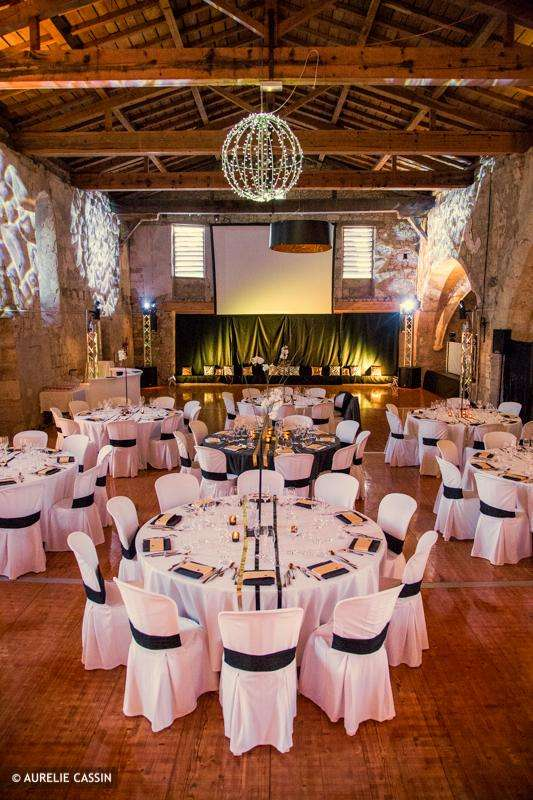 decoration_salle_mariage_noir_or_mariage